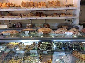 Vers brood en gebak op zondag!